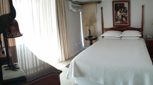 The Self Catering One Bedroom Apartment Is On The Top Floor And Has A  Separate Bedroom With Queen Size Bed, Separate Shower And Bath, A Small  Lounge Suite ...